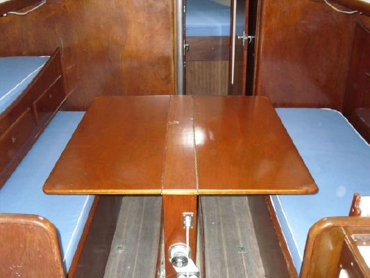 1974-seafarer-34-center-table