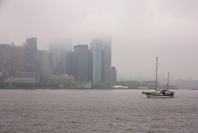 hudson_sailboat_fog