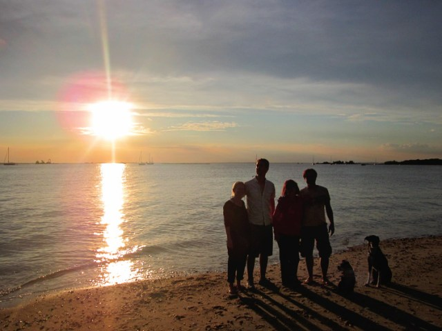 sunset_crew_sailing