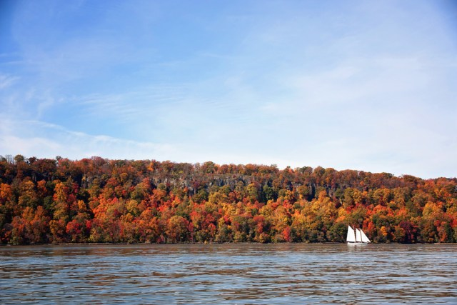 fall_foliage_schooner
