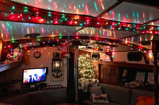 Decorate your boat for the holidays