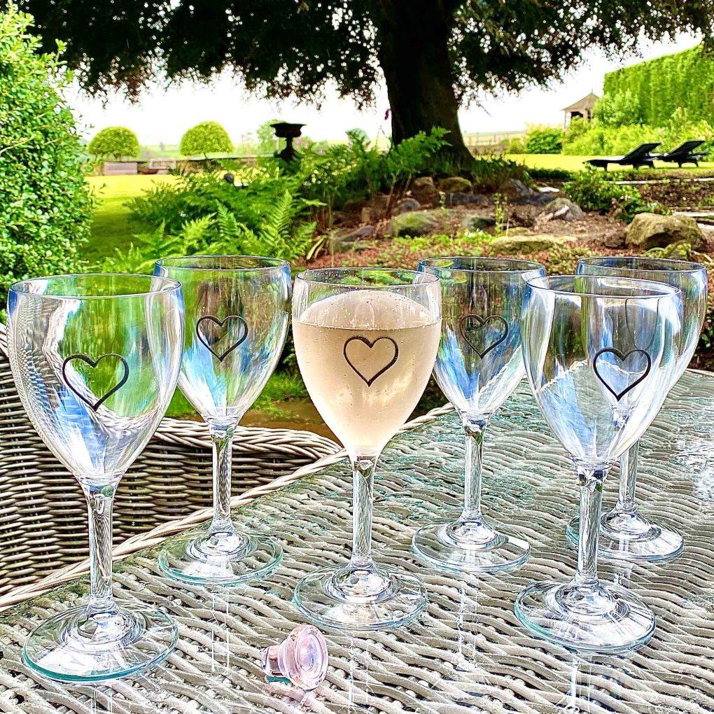 A Set of 6 Heart 11 oz Polycarbonate Large Wine Glasses