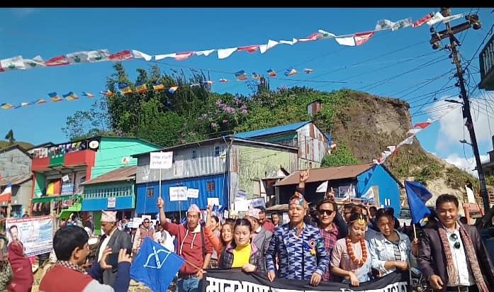 मातृभाषीहरुद्वारा प्रदर्शन