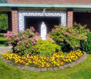St Therese: Yard