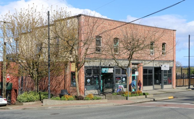 341 1st Avenue, Ladysmith, built in 1910. In the 1920's and 1930's it was Lowe's Garage, run by St. John's Lodge No. 21 member, Ira Eugene Lowe (photo: St.John's Lodge No. 21 Historian)