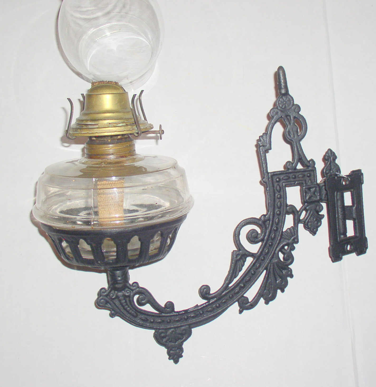 Antique Cast Iron Oil Lamp Wall Bracket Lamp Complete