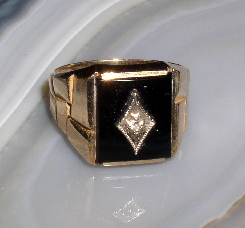 10K Yellow Gold Black Onyx And Diamond Mens Ring 61