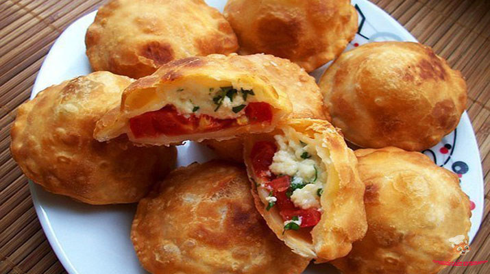 pirozhki-bombochki-s-pomidorami