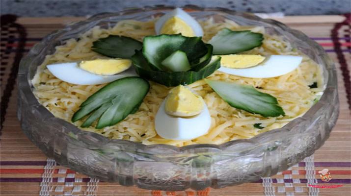 salat-iz-pecheni-treski-s-syrom