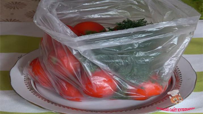 Засолка помидоров сухим способом с чесноком