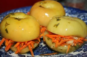vkusnye-solenye-zelenye-pomidory