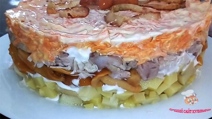 salat-tort-s-gribami