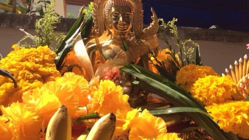 The main Buddha image used was Somdej Pra Wat Nang Paya