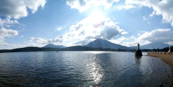 前に見えるのは黒姫山