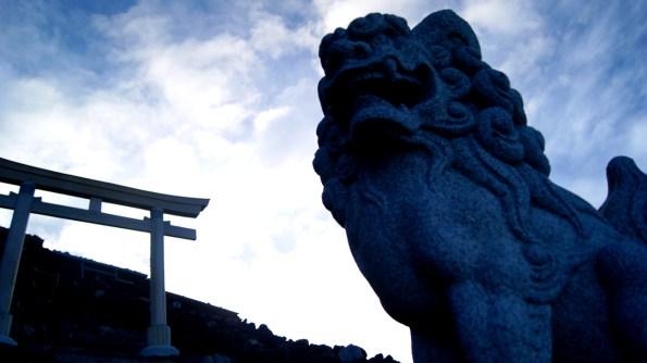 富士山、最も高い場所の狛犬