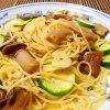 夏野菜と秋のキノコ|ショウゲンジとズッキーニのペペロンチーノ