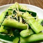 生姜とゴマ油(キュウリの浅漬け)