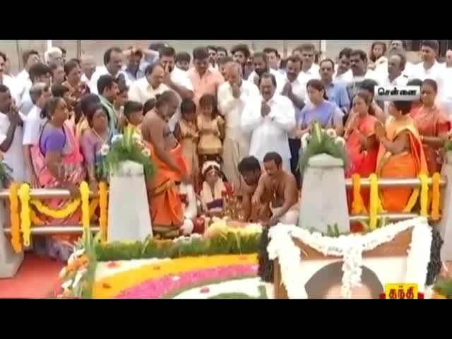 Anna DMK Leader Gets His Son Married At Jayalalithas Samadhi