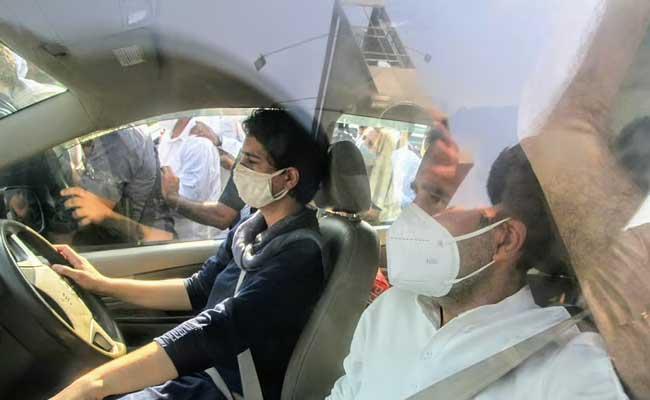 Police Permit Rahul And Priyanka Gandhi Hathras Visit - Sakshi