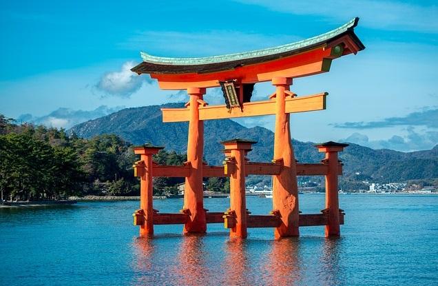 Itsukushima Shrine roaming