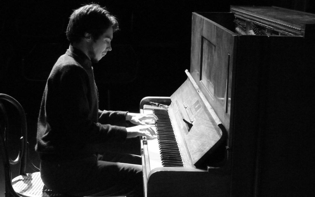 Piano y palabras en escena