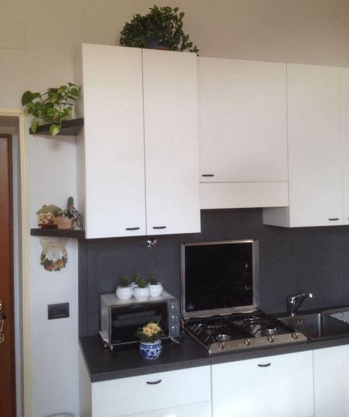 Cucina moderna Low Cost con inserti artigianali - sala LAB