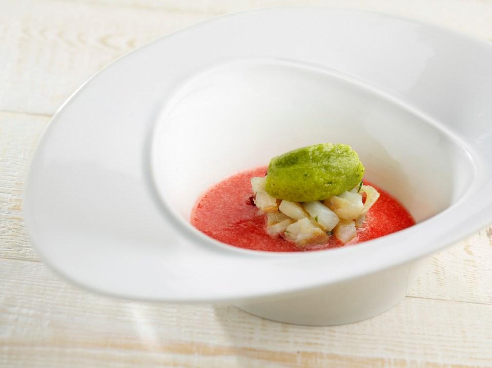 Sopa de síndria i tomata amb tàrtar de bacallà i sorbet d'alfàbrega