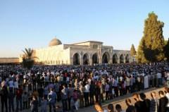 seratusan-ribu-umat-islam-shalat-jumat-saat-bulan-ramadhan-di-masjid-al-aqsha