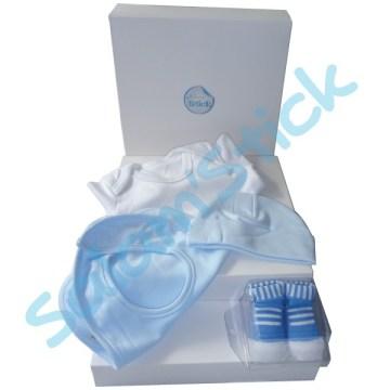 a015d9f4d341d kit-cadeau-de-naissance-2