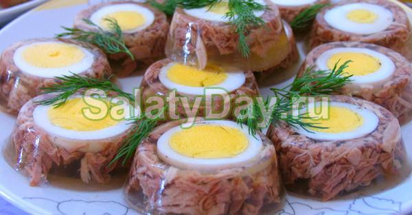 Kinsel dari roda stereng daging babi dengan penambahan daging ayam dan telur
