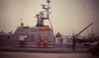 Edu Baños, Armando, Luis Arenal y Gonzalo Lopez en un barco otro angulo