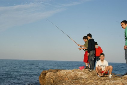 Pescando en el campamento