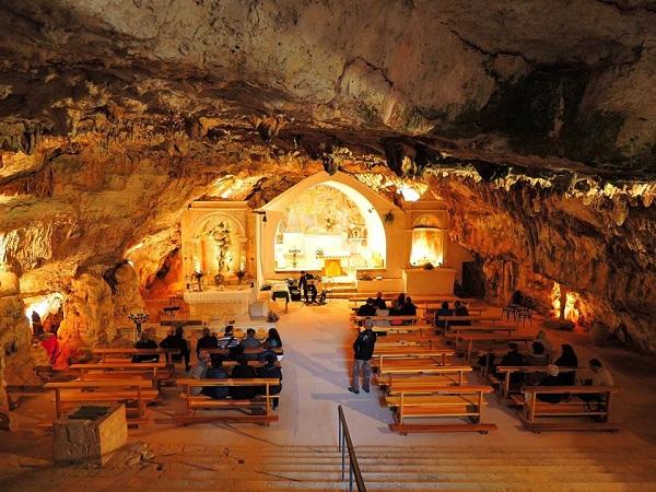 La grotta di San Michele in Monte Laureto