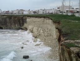 Erosione della costa San Foca – Roca, i provvedimenti per chi omette il divieto