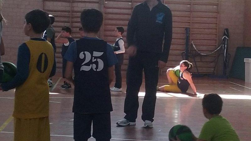 In campo con papà, stasera a Martano, Gigi Basile coach di Basket per bimbi, mette in gioco il gioco