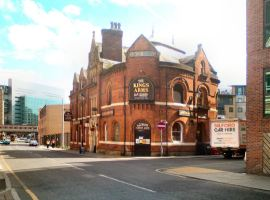 Image credit: David Dixon (https://commons.wikimedia.org/wiki/File:The_King%27s_Arms,_Salford.jpg)