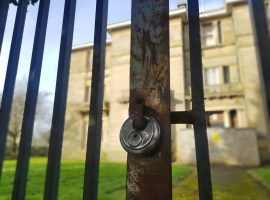 A locked-up Buile Hill Mansion. Image credit: Natacha Pires