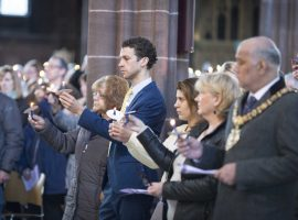 PICTURE BY CHRIS BULL FOR ST ANN'S HOSPICE  Light up a Life memorial service – Manchester Cathedral.  www.chrisbullphotographer.com