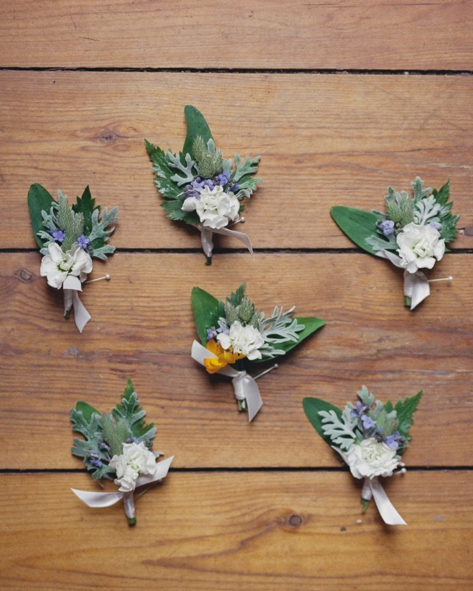 Cute wedding corsages with leaves