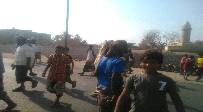 العميد الفضلي يفتح الطريق الرابط بين زنجبار وعدن بعد إغلاقه من قبل شباب محتجين