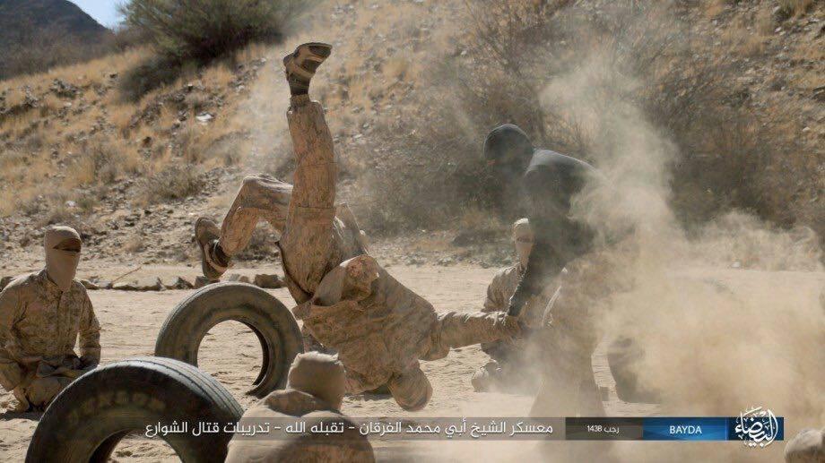 خطير...شاهد معسكر بالكامل لتنظيم داعش يتلقى تدريببه في معسكر