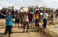 مسيرة نسوية حاشدة تقطع خط المخزن جعار أبين للمطالبة بتوفير الكهرباء