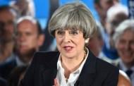 رئيسة وزراء بريطانيا تدعم وزير خارجيتها بعد تقارير تشير الى احتمال استقالته