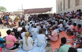 قبائل ابين تحتشد شرق مدينة زنجبار لإستنكار الجريمة البشعة التي إرتكبها عناصر الحزام الأمني بأبين