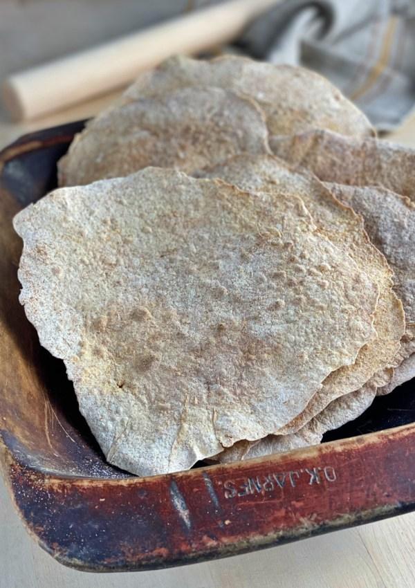 Découvrez le pain plat norvégien fin et croustillant
