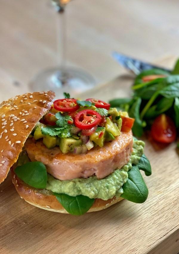 Une recette facile, saine et savoureuse: le hamburger au saumon