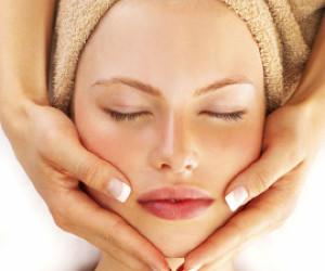Heerlijke gelaat en gezicht massage bij Salon14