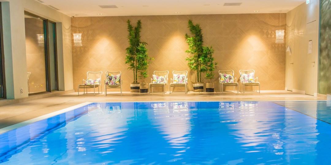 Zwembad van der Valk hotel