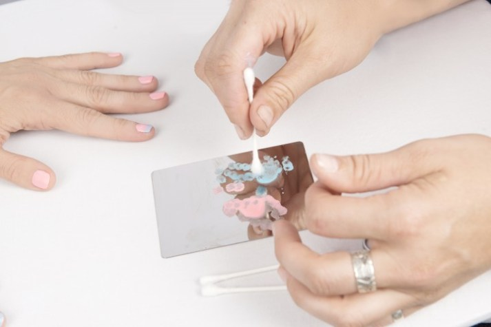 cotton-candy-nail-art