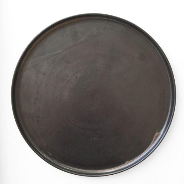 schwarzer Keramikteller groß